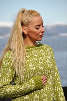 Nostalgi pattern by Hilde Morseth Fair Isle Knitting, Lace Knitting, Knitting Patterns, Knit Crochet, Knitting Projects, Norwegian Knitting, Icelandic Sweaters, Nordic Sweater, How To Purl Knit