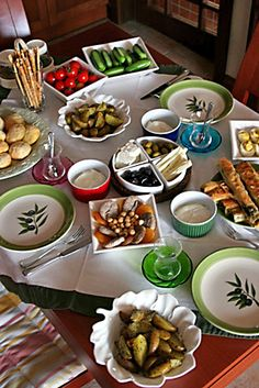 Traditional Turkish breakfast: Tomatoes, cheese, cucumber, olives, honey Tea Recipes, Cooking Recipes, Healthy Recipes, Turkish Recipes, Ethnic Recipes, Breakfast Table Setting, Turkish Breakfast, Brunch, Food Technology