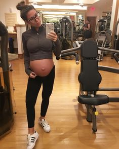 "1,295 Likes, 26 Comments - LAURA 🌴👶🏼🛩💪🏼 Balancing it All (@prbossbabe) on Instagram: ""Happy Monday! It's going to be a busy day at the office. Sofia and I are soooo ready 💪🏼🤓 Are you…"""