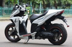 Beberapa Modifikasi Honda Vario 150 Terbaru Lengkap dengan Biayanya Yamaha Scooter, Honda Scooters, Honda Motorcycles, Cars And Motorcycles, Aerox 155 Yamaha, Vario 150, Scooter Custom, Scooter Design, Honda Cub