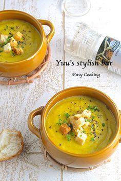 ミキサー不使用!お鍋一つで♡かぼちゃとアボカドの濃厚ポタージュ ... Chowder Recipes, Soup Recipes, Easy Cooking, Cooking Recipes, Beef Tagine, Baby Food Recipes, Healthy Recipes, Vegetable Soup Healthy, Italian Soup