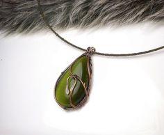 Prívesok so zeleným kamienkom, medený, avanturín, tepaný prívesok, drôtený šperk, medený šperk
