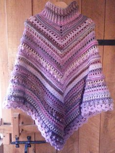 A pattern for a lovely and warm poncho, with lots of explanations on stitches you might not be familiar with. Don't be afraid. We can all make this poncho. Crochet Poncho Patterns, Crochet Shawl, Knit Crochet, Pullover Pink, Pullover Hoodie, Poncho Sweater, Knitted Poncho, Wrap Sweater, Crochet Round