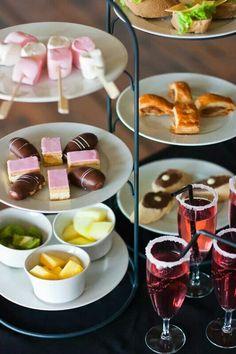 High tea for children Wine Wednesday, Pinot Noir, High Tea Food, Buffet, Party Snacks, Tea Snacks, Tea Recipes, Afternoon Tea, Kids Meals