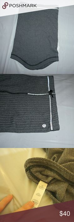 NWOT Lululemon Run Fast Neck Warmer  I bought this neck Warmer for running but unfortunately tore my ACL so I wont be running for awhile.  I never got to use this guy but I would love for someone else t get the chance too! It's in perfect condition,  never worn. lululemon athletica Accessories Scarves & Wraps
