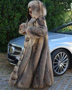 Nadire Atas on Women's Designer Fur Coats & Jackets Chinchilla, Lynx, Long Fur Coat, Fur Coats, 1980s Fashion Trends, Fur Coat Fashion, Fabulous Fox, Winter Coats Women, Fox Fur