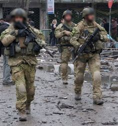 """""""…photos of New Zealand SAS taken after a firefight in Kabul, Afghanistan. What is odd about the photos is that the elite SAS troops appear to have tied their magazines to the trigger guard with cord … ?!?!"""""""