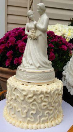 Claddagh cake topper Claddagh Symbol, Cake Toppers, Desserts, Food, Tailgate Desserts, Deserts, Essen, Postres, Meals