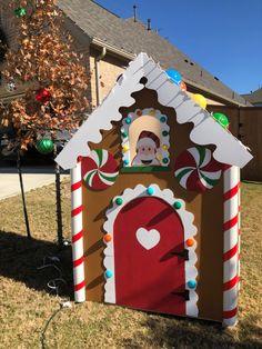 Gingerbread Christmas Decor, Christmas Yard Decorations, Gingerbread Houses, Christmas Home, Christmas Lights, Christmas Holidays, Christmas Ideas, Christmas Crafts, Merry Christmas