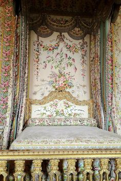Marie Antoinette's bed at Versailles, it is breathtaking. It has flowers, ribbons and peacock feathers intertwined. I was there a few times, and her bedroom made the biggest impression on me of all the Versailles castle! Just stunning! Marie Antoinette, Versailles Paris, Fontainebleau, Louis Xiv, Beautiful Bedrooms, Beautiful Beds, Old World, Shabby Chic, Queen