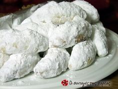 Great recipe for Kourabiedes. Extra delicious and fluffy kourabiedes. Kourabiedes are traditional greek butter cookies, usually made at Christmas time. Recipe by Sitronella Greek Sweets, Greek Desserts, Greek Recipes, Pastry Recipes, Cookie Recipes, Dessert Recipes, Kourabiedes Recipe, Greek Cookies, Christmas Desserts