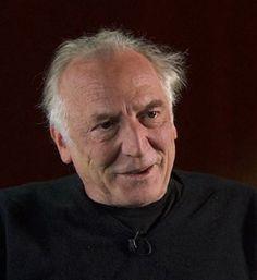 Cinéma • Le réalisateur Jacob Bergeret son équipe, qui ont pris leurs quartiers dans un hôtel de la ville, tournent dès aujourd'hui à Fribourg l'adaptation à l'écran du livre de Jacques Chessex, «Un Juif pour l'exemple», qui avait suscité la polémique à sa parution en 2009.