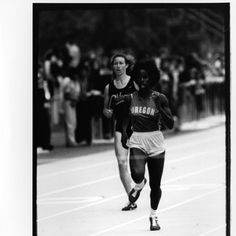 Black and white photo of University of Oregon 400 meter runner Rhonda Massey during a 1981 race at Hayward Field. ©University of Oregon Libraries - Special Collections and University Archives