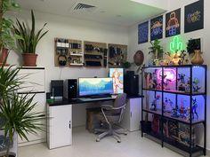 My happy corner! Pc Setup, Desk Setup, Bedroom Gaming Setup, Dream Desk, Otaku Room, Computer Setup, Workspace Inspiration, Bedroom Flooring, Apartment Design