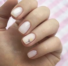 Semi-permanent varnish, false nails, patches: which manicure to choose? - My Nails Nail Manicure, Manicures, My Nails, Minimalist Nails, Short Nail Designs, Dream Nails, Rhinestone Nails, Stylish Nails, Perfect Nails