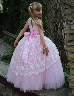 Charming  Girls Dress Vestiti Damigella Bambina Tulle Ball Gown Tank Girls Communion Dresses With Lace Bow