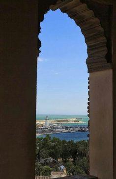 Málaga, La farola vista desde la Alcazaba