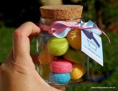 Pote de vidro com 12 mini sabonetes em formato de macarons. Cheirinho de frutas. R$35,00