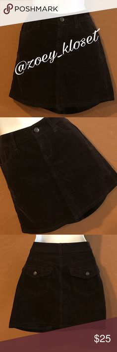 🆕Old Navy Short Dark Brown Mini Skirt Never Worn, Short, Front & Back Pockets, Front Zipper & Button, Corduroy looking, Stretch. I ship Mon-Fri. Thanks Posh Dolls 💁🏽 Have a Poshtastic Day Happy Poshing💃 Thanks for stopping by💃 I ❤️to share and follow so let's support each other by doing the same. Sharing is Caring and it's a Win Win for All 😎 Old Navy Skirts Mini