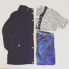 Jours pluvieux, jours heureux :) Voici le parfait petit ensemble pour un jour de pluie. Un K-way avec un joli top marin de Sailor Shirt, Blue Rain, Rainy Days, Everyday Fashion, Stylists, Raincoat, Forever 21, Navy Blue, Style Inspiration