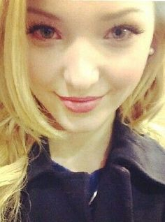 Follow Dove! @Dove Cameron