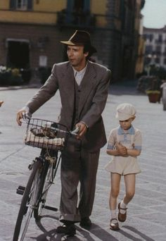 Roberto Benigni, Life is Beautiful. Series Movies, Movie Characters, Great Films, Good Movies, Awesome Movies, Love Movie, Movie Tv, Movies Showing, Movies And Tv Shows