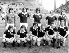 1974 Escocia, izq a der arriba: David Harvey , James Allan Holton, Joseph Jordan , Daniel Fergus McGrain, John Henderson Blackley , Abajo: Kenneth Mathieson Dalglish, William Pullar 'Sandy' Jardine, Peter Patrick Lorimer , William John Bremner, David Hay, Denis Law, 1974, Escocia 2-Zaire 0