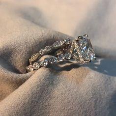 #hellojewelr #ring #engagement #weddings #shopping #weddingset #ringset #gift #silverring Radiant Engagement Rings, Diamond Cluster Engagement Ring, Vintage Engagement Rings, Ring Engagement, Bridal Ring Sets, Wedding Band Sets, Bridal Rings, Wedding Poses, Art Deco