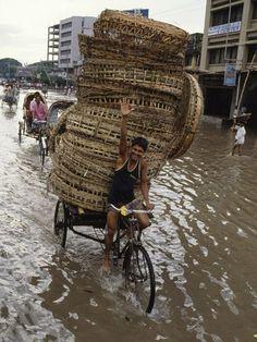 Diluvio. Bangladesh o Bangladés en español.