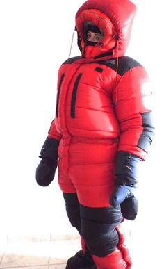 Hansruedi Hersche's photos Down Suit, Cold Weather Gear, Winter Suit, Snow Outfit, Puffy Jacket, Baby Pants, Pinterest Fashion, Down Parka, Winter Outfits