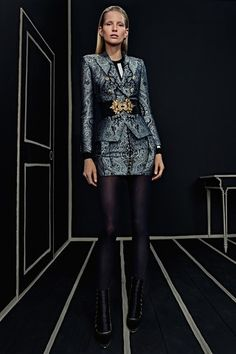 See the complete Balmain Pre-Fall 2016 collection.