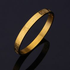 You many think that the higher the carat, the better the jewelry. Not so with for men's gold jewelry. Read more here about which gold to buy for jewelry. Mens Gold Bracelets, Mens Gold Jewelry, Gold Jewelry Simple, Gold Rings Jewelry, Sterling Silver Jewelry, Men's Jewelry, Braclets Gold, Jewelry Ideas, Jewelry Quotes