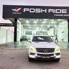STARING Mercedes-Benz M-Class ML 250 FIRST OWNER 2013 MODEL 1,20,000/- km CH NUMBER Mercedes Benz, Used Luxury Cars, M Class, Models, Number, Templates, Fashion Models