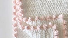 Crochet tutorial for the dot border edge on a crochet blanket. I used this border for a Crochet Polka Dot Heart Doll Blanket, see the full pattern here: http.I had so much fun designing my annual heart blanket, especially when I realized my daughter- Crochet Blanket Border, Crochet Boarders, Crochet Edging Patterns, Crochet Afghans, Stitch Patterns, Crochet Edgings, Baby Blanket Patterns, Crochet Baby Blanket Tutorial, Crochet Squares