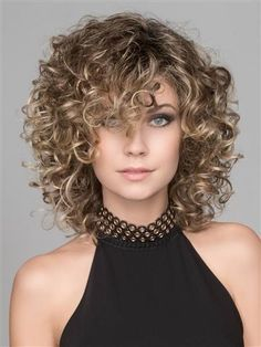 Curly Hair With Bangs, Haircuts For Curly Hair, Curly Hair Cuts, Short Curly Hair, Hairstyles With Bangs, Wavy Hair, Curly Hair Styles, Natural Hair Styles, Easy Hairstyles