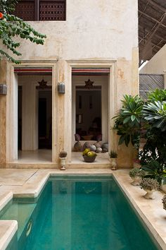 Swahili house converted into a hotel in Lamu Town, Kenya, Africa. Marrakech, Home Interior Design, Interior Architecture, Spanish Colonial Decor, Bohemian Patio, Gothic Furniture, Mediterranean Decor, Architectural Features, African Design