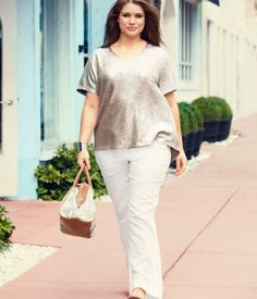Great plus size fashion is hard to discover and I want to help you find it. Beautiful Plus size fashion is what we all deserve. Curvy Fashion, Girl Fashion, Fashion Outfits, Fashion Ideas, Linen Pants Outfit, Linen Trousers, Moda Xl, Plus Size Fashionista, Modelos Plus Size