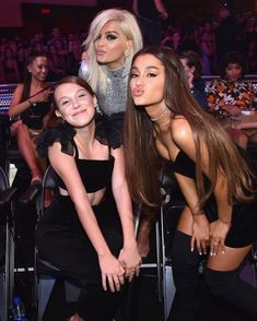 Millie Bobby Brown, Bebe Rexha and Ariana Grande oattend 2018 MTV Video Music Awards at Radio City Music Hall on August 2018 in New York City. Get premium, high resolution news photos at Getty Images Ariana Grande Fotos, Ariana Grande 2018, Ariana Grande Smiling, Bobby Brown Stranger Things, Stranger Things Funny, Stranger Things Netflix, Bebe Rexha, Melanie Martinez, Rihanna