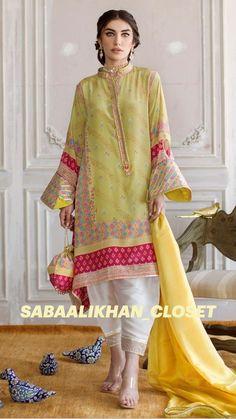 Kaftan Designs, New Kurti Designs, Salwar Designs, Mehndi Designs, Stylish Dress Designs, Stylish Dresses, Tandoori Masala, Green Tunic, Full Length Gowns