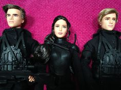 https://flic.kr/p/EbWaDy | Hunger Games Mockingjay 2 Barbie dolls | Gale, Katniss and Peeta in military gear