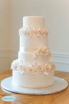Pièce montée 2017  Gâteau de mariage blanc classique #WeddingCakes | The Cakewalk Shop LLC I