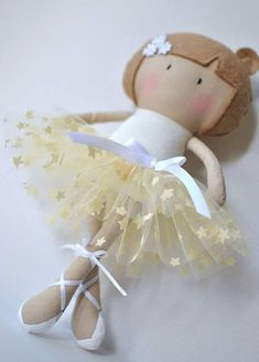 luluzinha kids ❤ bonEcas - My Teeny Tiny Doll Ballerina Leisle Felt Crafts, Fabric Crafts, Sewing Crafts, Sewing Projects, Tiny Dolls, Soft Dolls, Cute Dolls, Sewing Dolls, Felt Toys