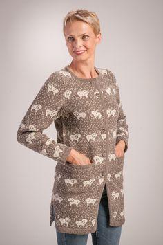 Half coat with sheep pattern – Tīnes.lv – adījumi no dabīgiem materiāliem Wool Yarn, Knit Cardigan, Sheep, Knitwear, Cardigans, Coats, Stylish, Pattern, Jackets