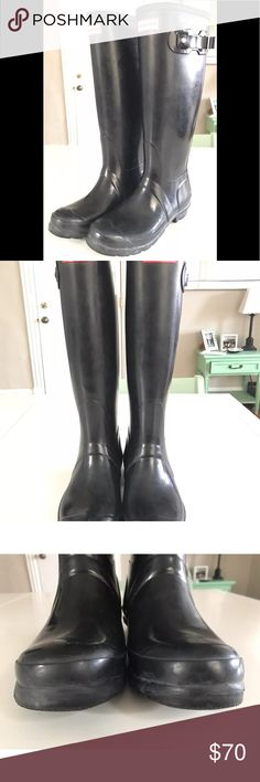 Hunter Boots Rain Boots Tall Black Glossy W6 M5 You are buying a pair of Hunter Original Tall Gloss Rain Boots.  They are a size women's 6 and men's 5.  They are in good, pre-owned condition.  Don't miss out!! Hunter Boots Shoes Winter & Rain Boots