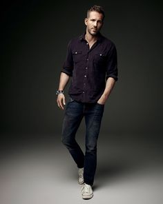 Photographed by Art Streiber for Empire magazine, Ryan Reynolds goes casual in a two-pocket shirt, distressed denim jeans and white sneakers. Ryan Reynolds Style, Casual Fall, Men Casual, White Sneakers Outfit, Men Sneakers, Look Man, Distressed Denim Jeans, Sexy Men, Casual Outfits
