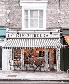 How to Spend 24 Hours in London: A Walking Tour Through the City's Coolest Spots - Live Like It's the Weekend English Country Style, Town And Country, 24 Hours In London, London Coffee Shop, English Interior, Glorious Days, Country Lifestyle, Cool Bars, London City