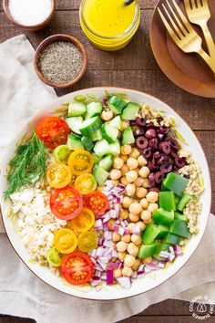 This easy Greek Quinoa Salad is perfect for those times when you want a healthier side dish and don't want to fuss.  You will love the all the fresh ingredients with crunchy cucumbers, tangy kalamata olives, juicy tomatoes, garbanzo beans, red onion, feta cheese and tossed with a lemon vinaigrette dressing. #quinoa #salad #sidedish #lemonvinaigrette