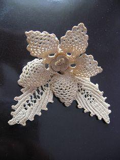 irish lace crochet My Turkish teacher Ilay Tekeliolu made it. Crochet Flower Tutorial, Crochet Flower Patterns, Crochet Flowers, Crochet Lace, Crochet Motifs, Freeform Crochet, Irish Crochet, Crochet Stitches, Crochet Crafts