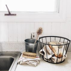 Baking Soda 97108935699062718 - Zero waste cleaning tools: cloth towels, unpaper napkins, and compostable wooden scrub brushes Laminate Countertops, Kitchen Countertops, Kitchen Sinks, Kitchen Towels, Kitchen Flooring, Kitchen Baskets, Bathroom Sinks, Sink Faucets, Bathroom Ideas