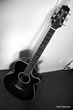 Music Aesthetic, Aesthetic Grunge, Aesthetic Vintage, Aesthetic Girl, Ukulele Art, Music Guitar, Acoustic Guitar, Ukelele, Episode Interactive Backgrounds